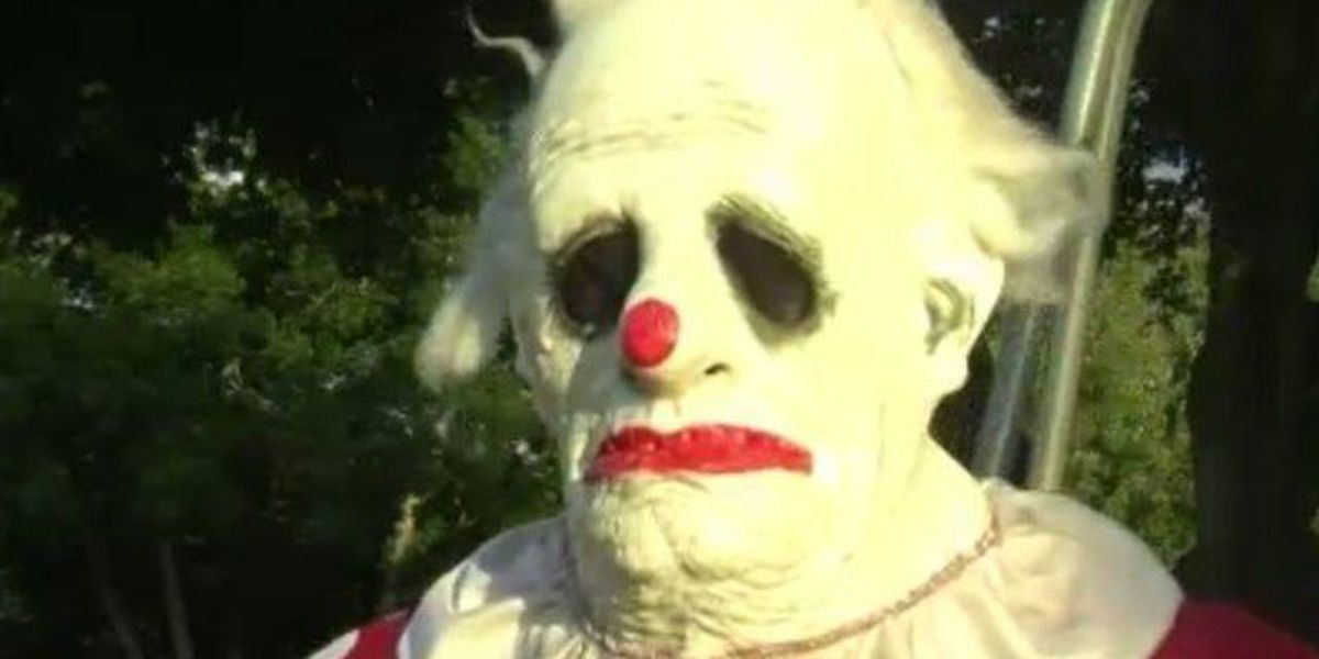 Creepy clown named 'Wrinkles' keeps popping up around southwest Florida