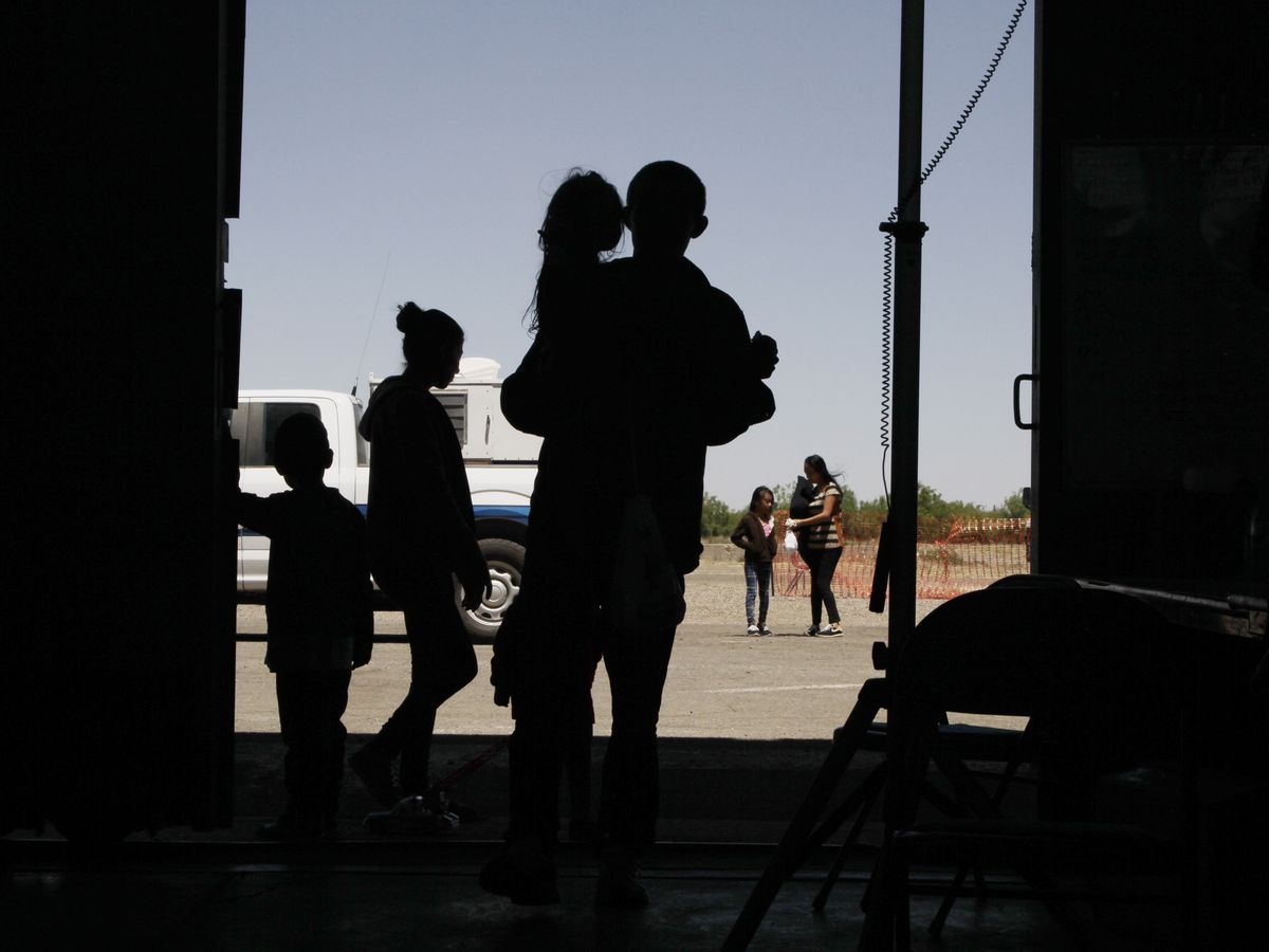 Migrant children describe neglect at Texas border facility