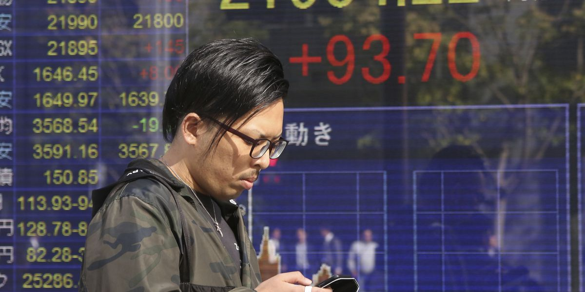 Global shares dip after Wall Street falls over oil concerns