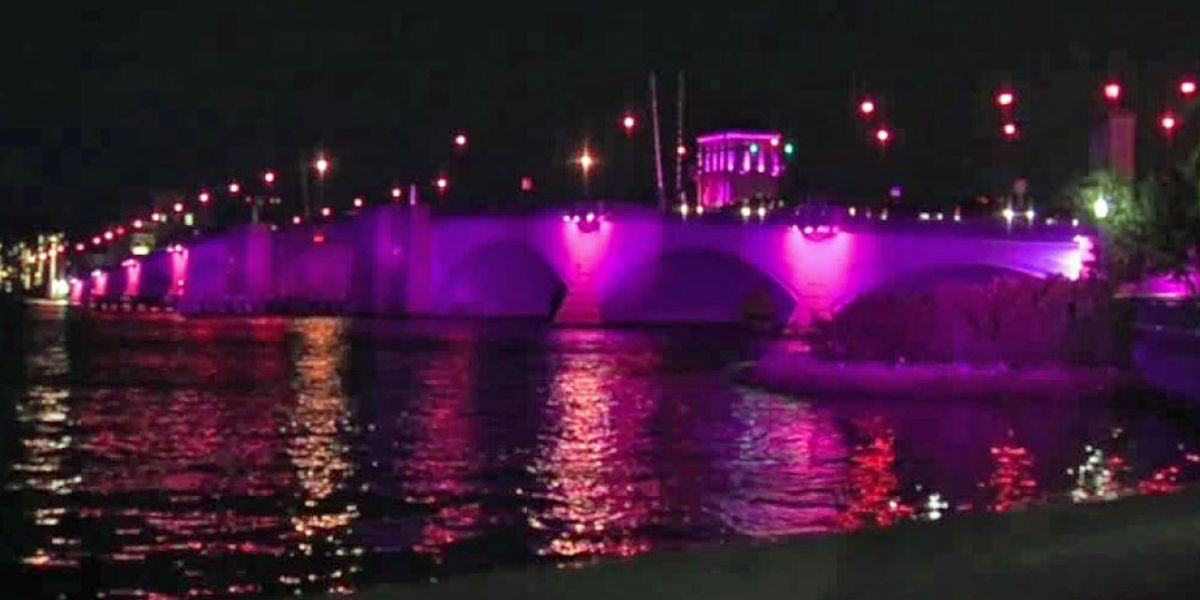 Royal Park Bridge bathed in pink to bring awareness to breast and cervical cancer