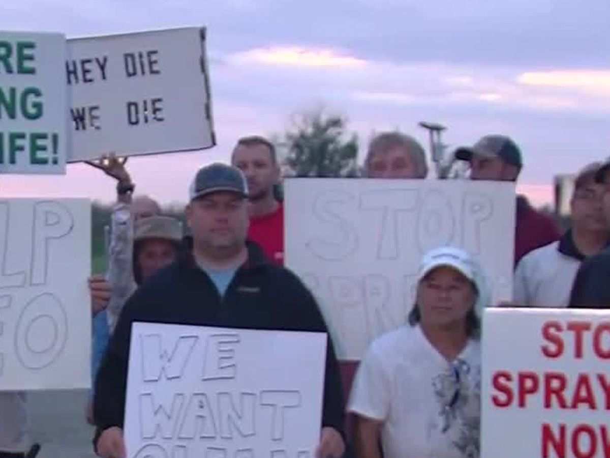 Fishermen protest FWC's aquatic plant spraying on Lake Okeechobee