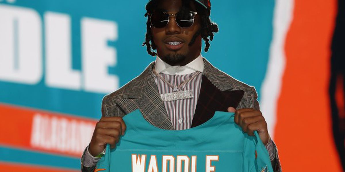 Jaylen Waddle signs 4-year deal with Dolphins