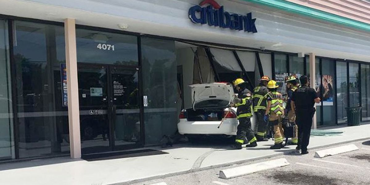 Car hits bank in Delray Beach