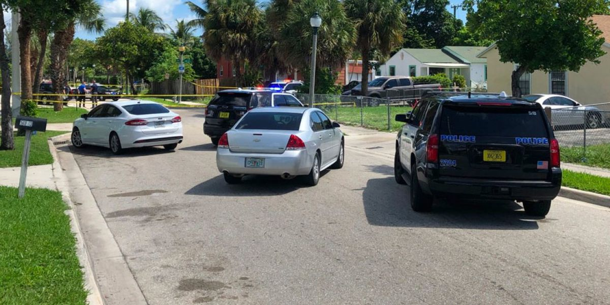 Man shot along Pinewood Avenue in West Palm Beach