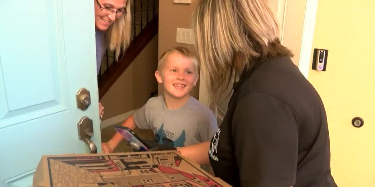St. Lucie County teacher delivers pizzas to students