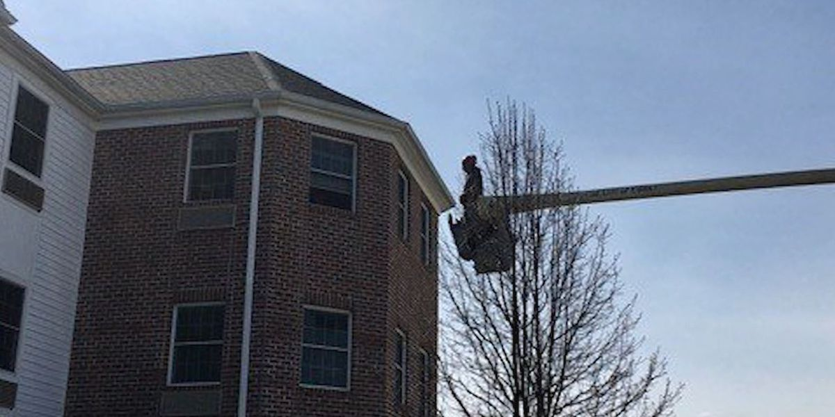 Ohio man uses bucket truck to see mom on third floor of her assisted living home
