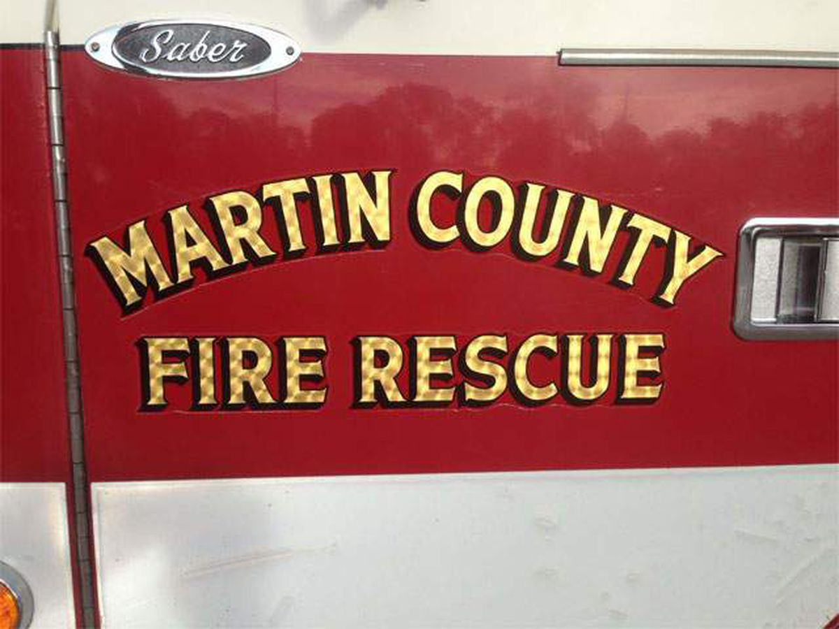 2 people injured following crash in Martin County