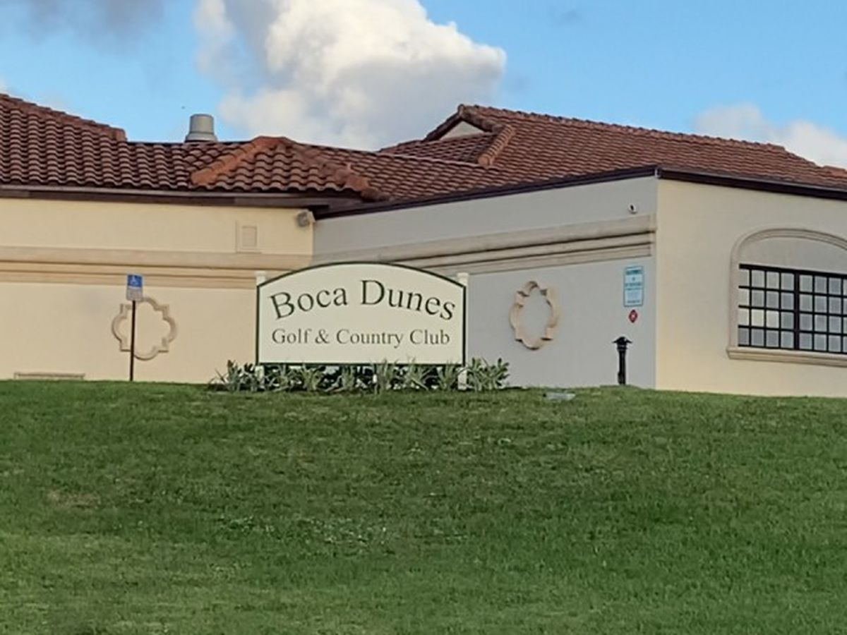2 security guards stabbed at country club near Boca Raton