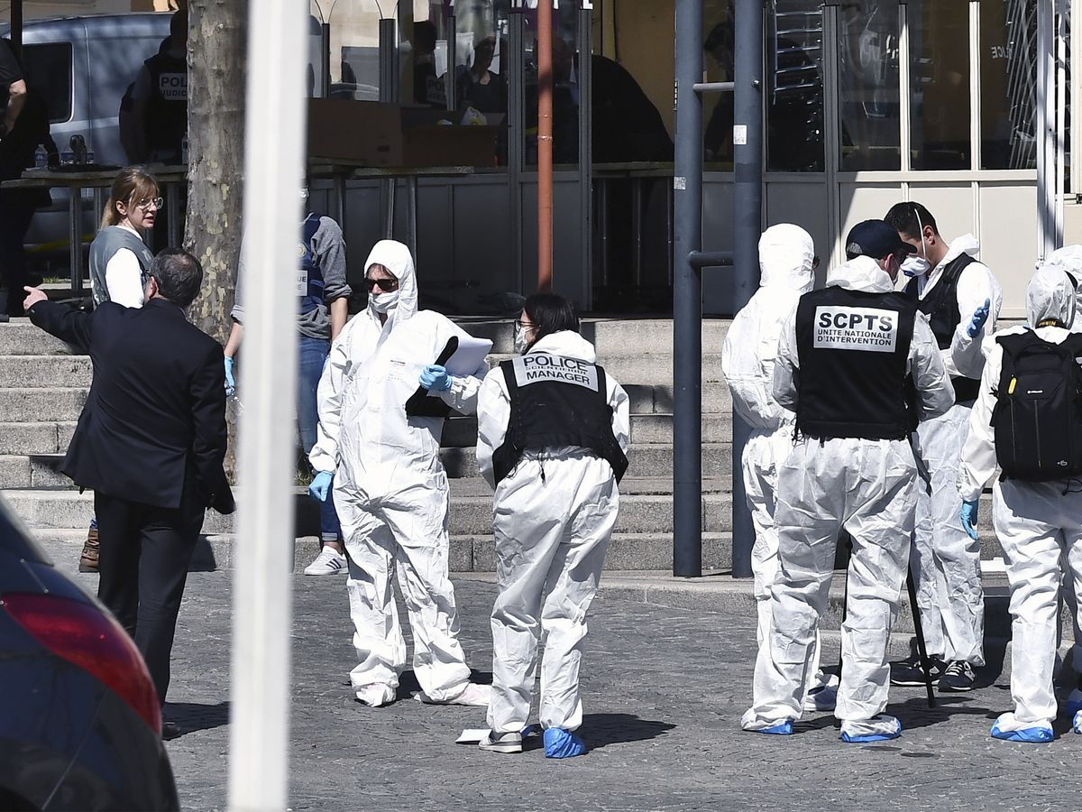 Knifeman in France kills 2 in attack, terror inquiry opened