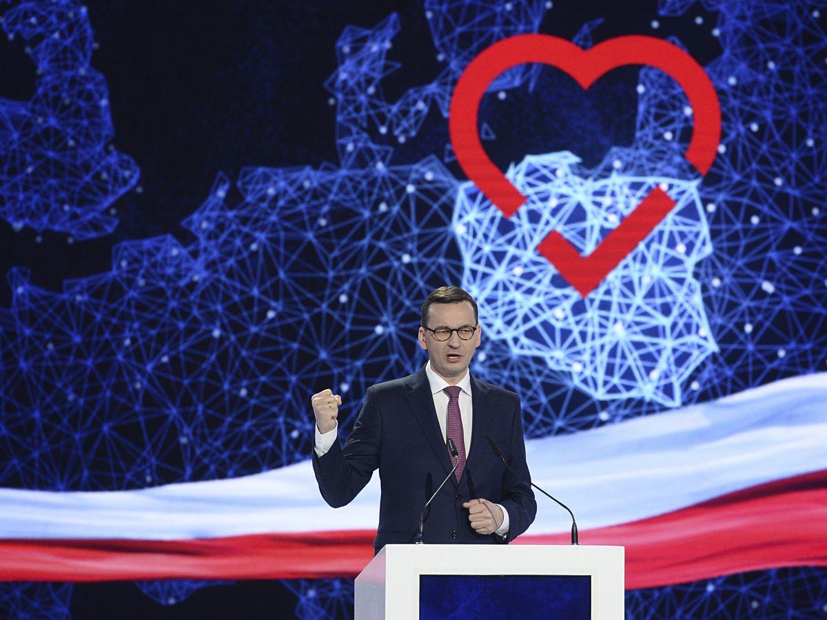 Poland's ruling conservatives strike strong pro-EU tone