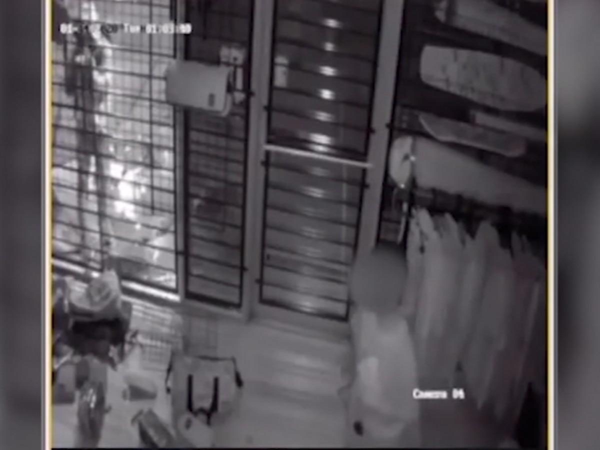 Barefoot child breaks into Texas smoke shop