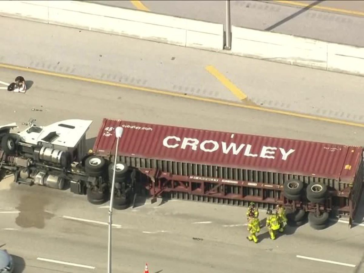 Tractor-trailer overturns on I-95 in West Palm Beach