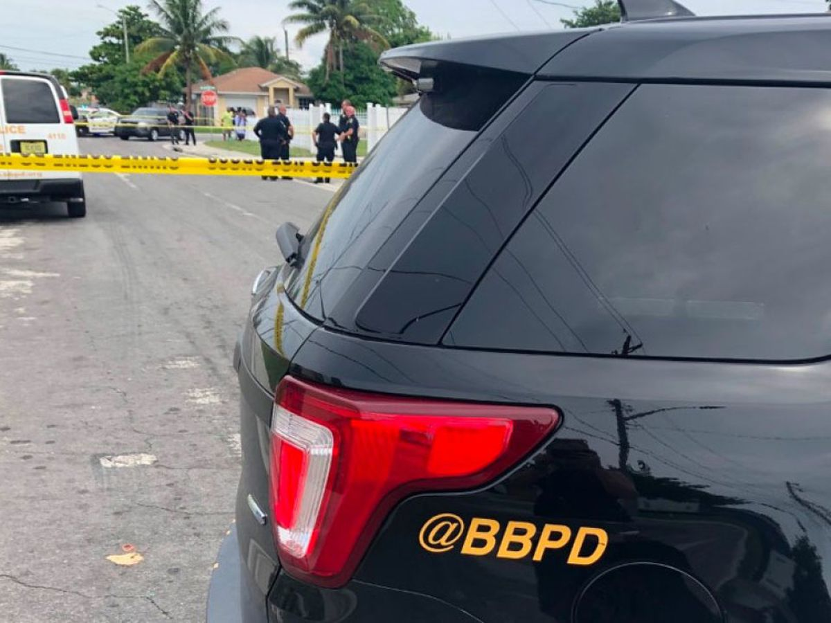 Police investigating shooting Boynton Beach mini market