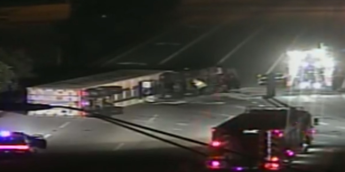 All lanes back open after semi overturns on I-95
