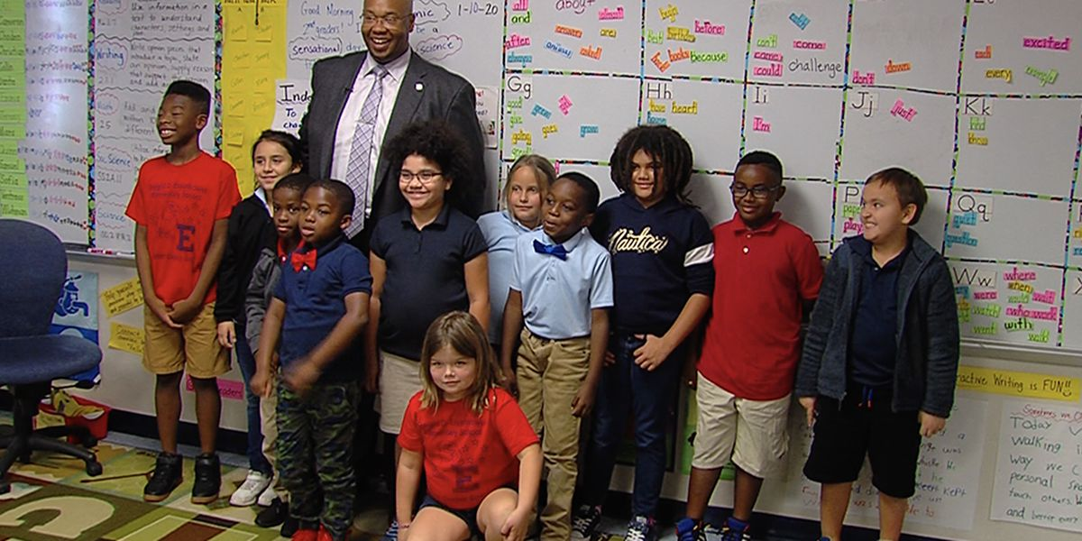 Palm Beach County superintendent reads to students