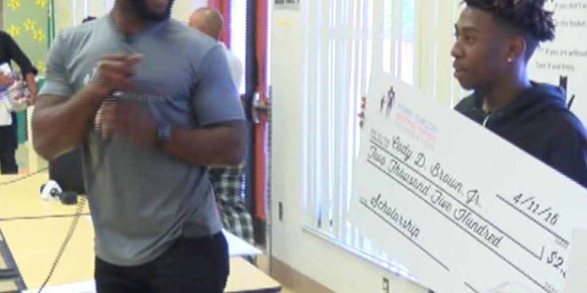 Washington Redskins wide receiver Pierre Garçon hands out scholarships in Palm Beach County