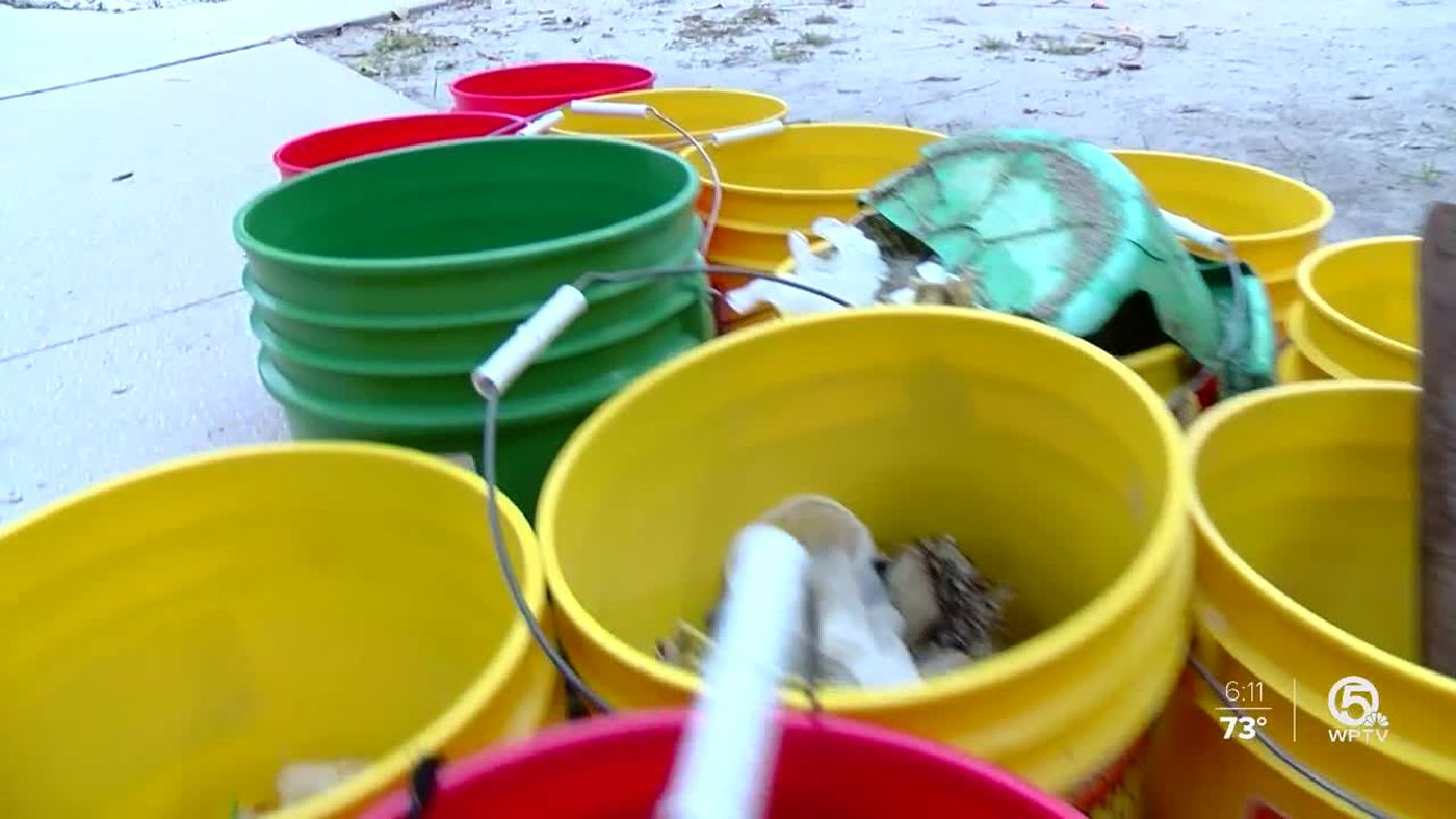West Boca High School students participate in beach cleanup