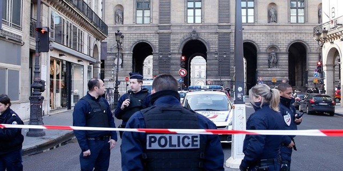 Soldier shoots attacker outside Louvre in Paris