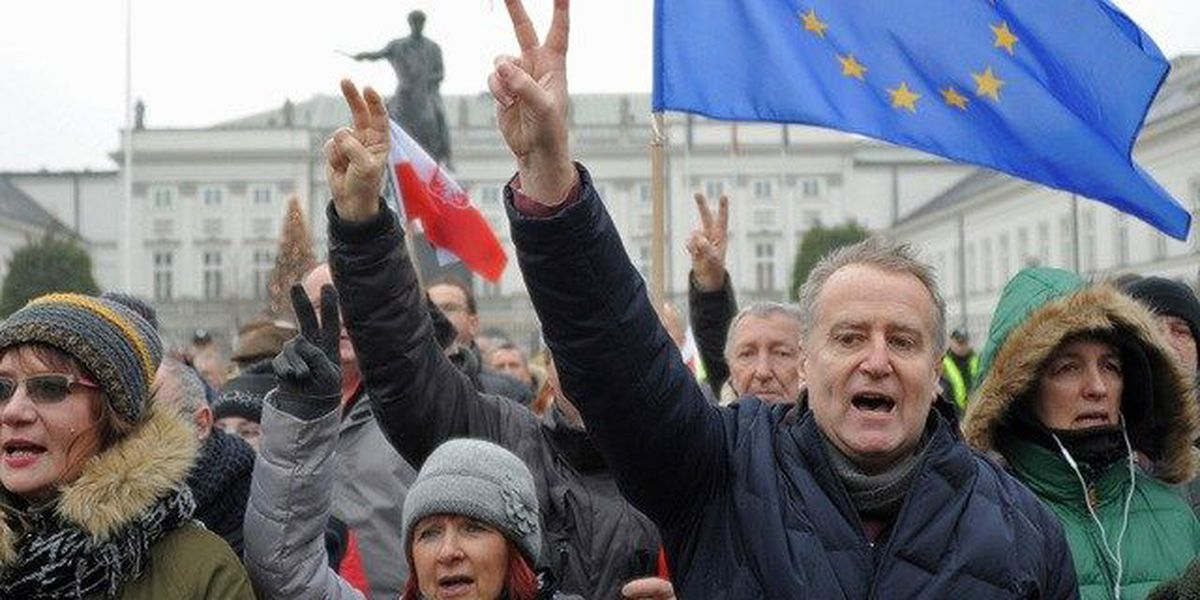 Protests over new media rules in Poland
