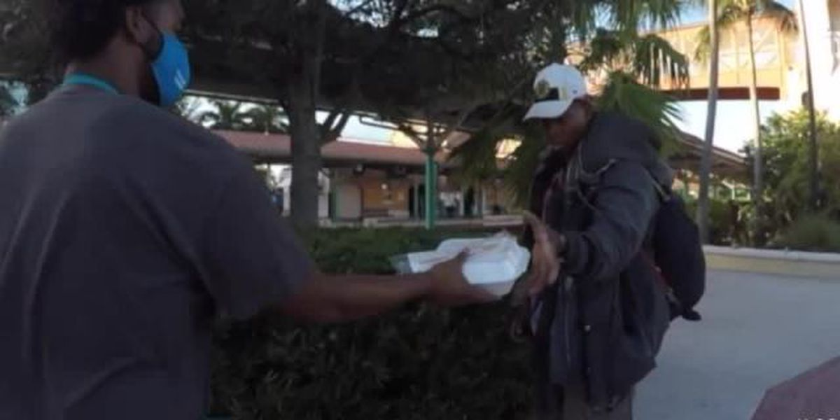 Man feeds Palm Beach County's homeless Thanksgiving meals