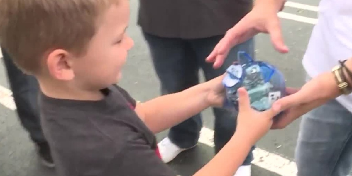 4-year-old boy in West Palm Beach donates entire piggy bank to help Hurricane Dorian victims